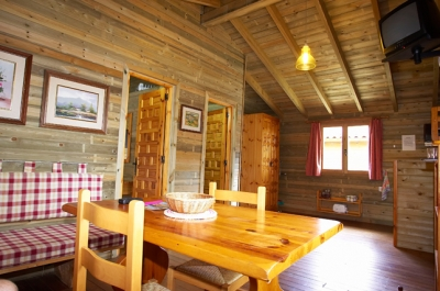 The bungalows are built of wood and consist of two bedrooms, lounge, kitchen and bathroom. Seating for 4 or 5 people.